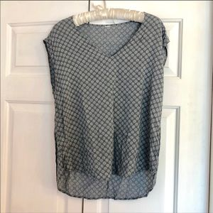 4 / $25 Old navy printed dotted short sleeve vneck